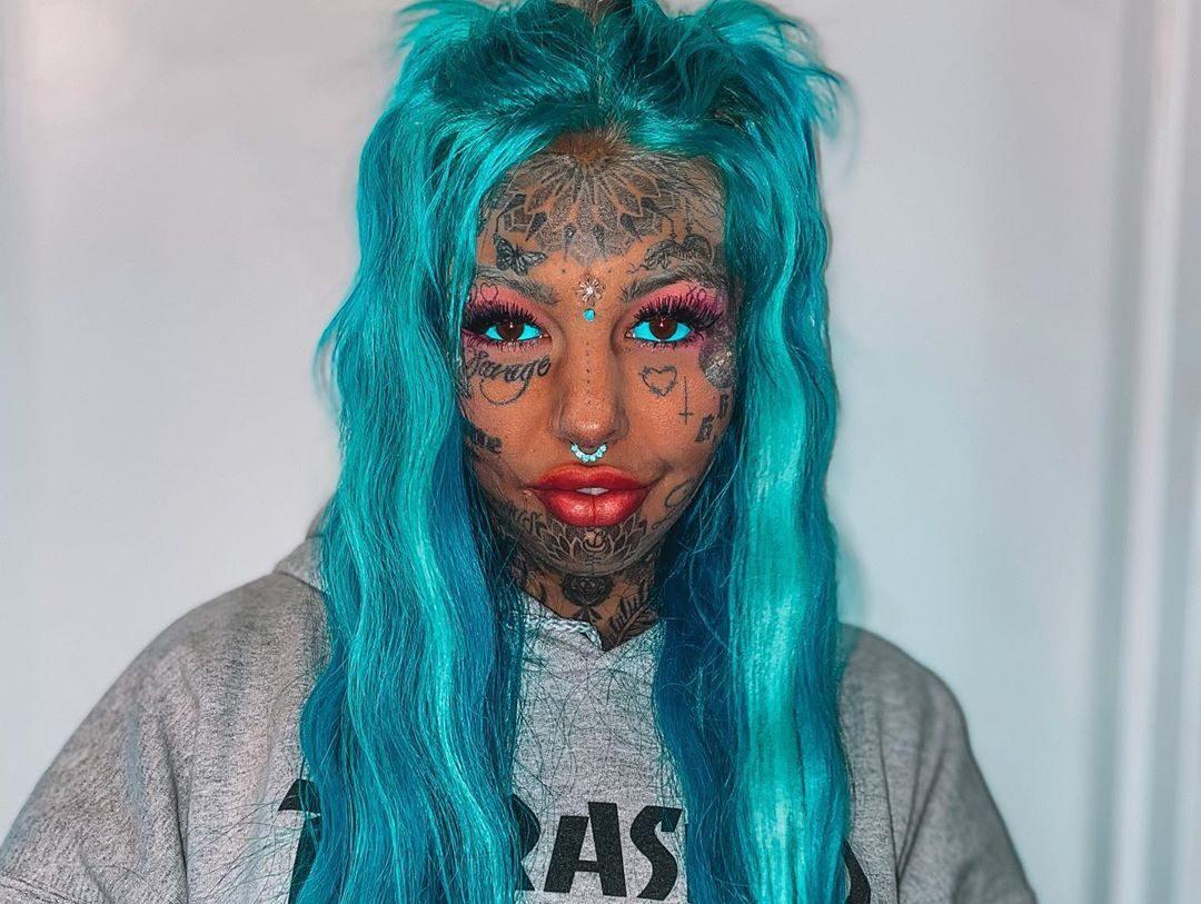 wanita ini ubah tubuh jadi naga