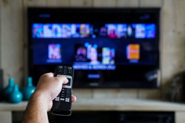 5 Advantages of IPTV Over Cable TV